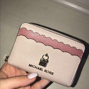 Michael Kors Scalloped Pebble Wallet